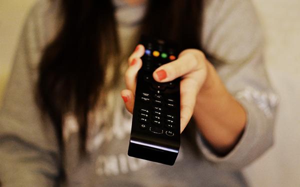 woman-girl-remote-watchingeee